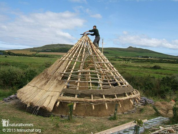 Building A Celtic Roundhouse - http://www.ecosnippets.com/diy/building-a-celtic-roundhouse/
