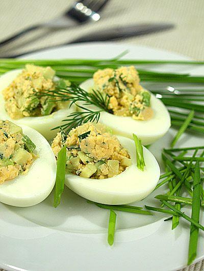 jaja faszerowane awokado http://www.mniammniam.com/Jajka_faszerowane_awokado-9087p.html
