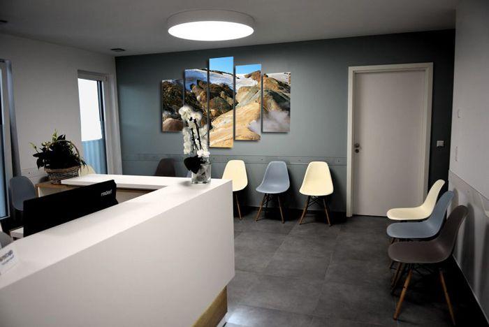 Comment Decorer La Salle D Attente D Un Cabinet Medical Salle D Attente Decor Salle D Attente Decoration De Bureau D Entreprise