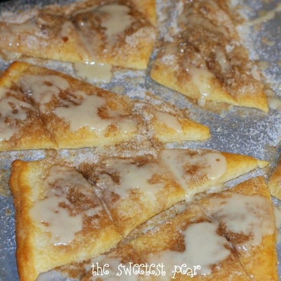 Cinnamon-Sugar Pizza made with Crescent Rolls!  Be still my heart.
