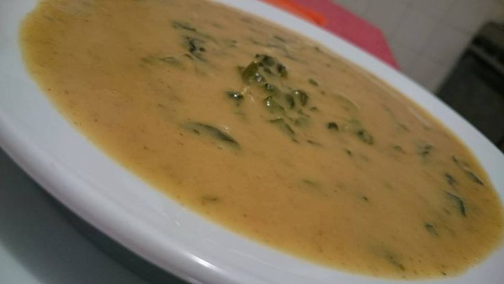 Sopa de feijão com espinafres.     6 doses  Ingredientes. 300 g folhas de espinafres, frescas 100 g feijão vermelho seco 1000 g água 1 c. so...