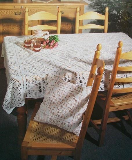 Gehaakte tafelkleed met kussen -Het Kleine Winkeltje