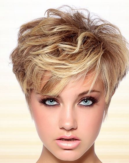 Zoek jij een kort kapsel met zachte blonde kleurtjes die jouw uitstraling nog vriendelijker maken! - Kapsels voor haar
