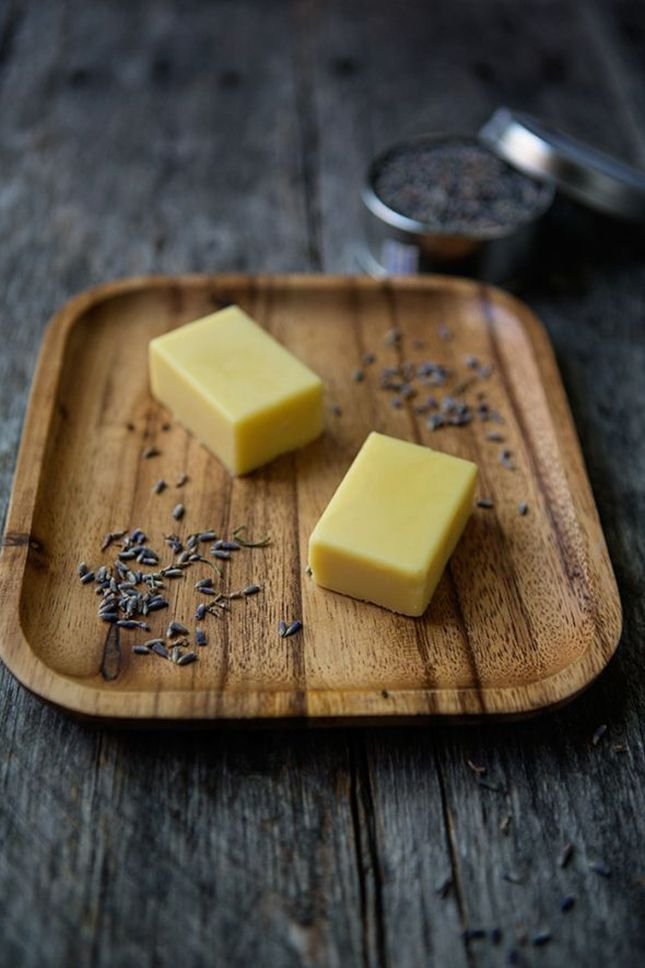 16 Ways to Make Your Own DIY Beeswax Products