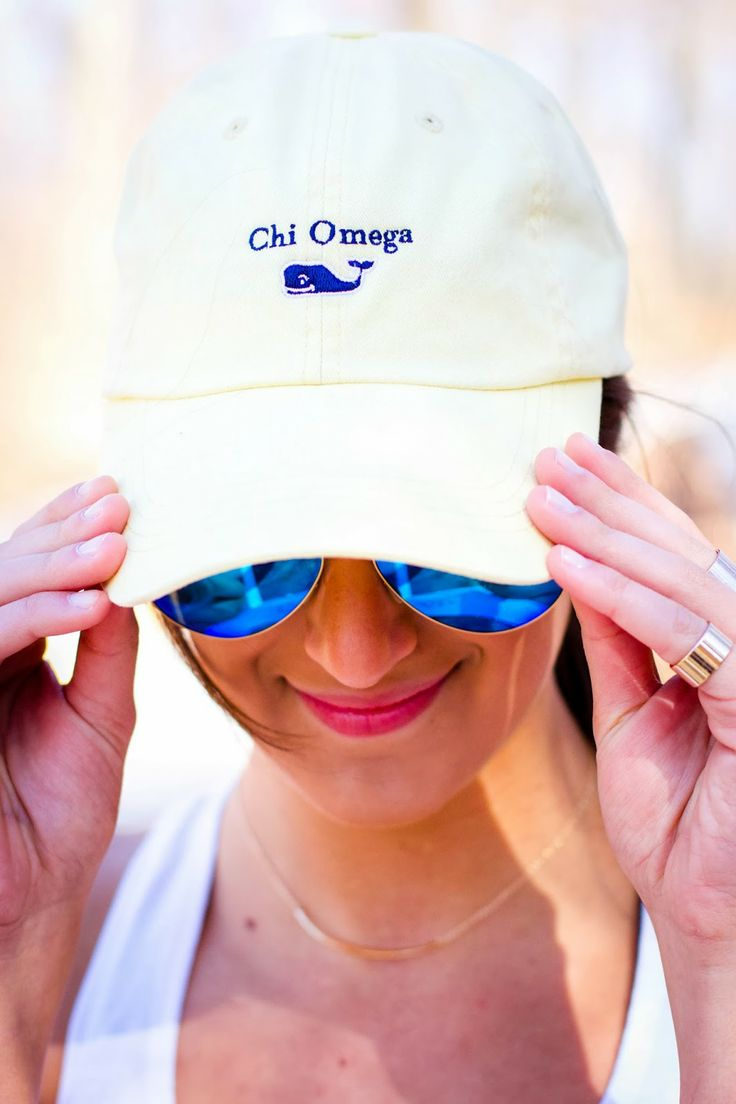 A Southern Drawl: Activewear and Chi Omega vineyard vines hat. #fitness #chiomega