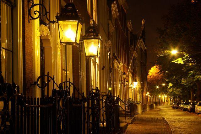 Delft by night, straatlantaarns
