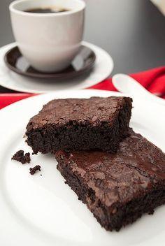 Saftige Schoko-Brownies mit Schoko-Stückchen