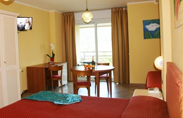 http://www.residencemiralago.com/suite+hotel+lake+garda.html The better way to spend a good holiday is have a good room with everything that you can need, an if necessary it will be just enough ask to our reception, we will be glad to make you happy. It is a beeg room, 25- 30 sm, with a cover balcony and don´t forgot the fridge
