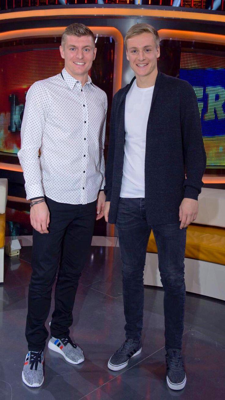 "Félix & Toni Kroos @ ""Klein gegen Groß"" TV show"