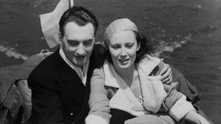 Lída Baarová. Herečka, pro kterou byla její krása největším darem i prokletím zároveň. Mladá a atraktivní dívka se rychle stala největší československou filmovou hvězdou a dokázala si podmanit i nejobávanější muže své doby. Vztah s ministrem říšské propagandy Josephem Goebbelsem z ní však obratem uč