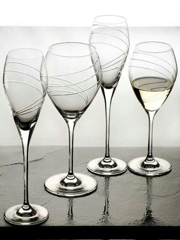 Cristalería de cristal de Sévres. Cuatro modelos de copas y a elegir tallado según modelo, o lisas. #Cristaleria #cocina #hogar #regalo #boda #novios