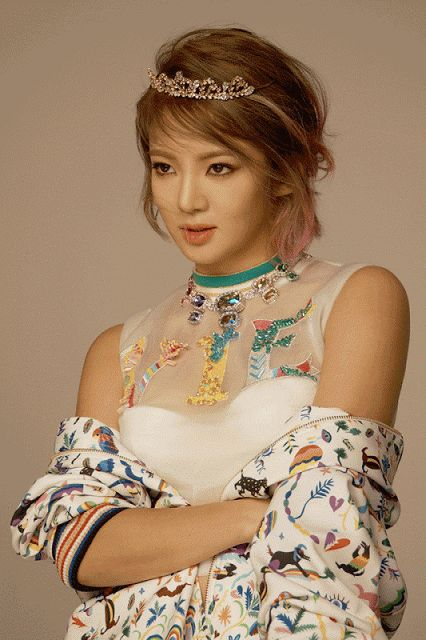Mesmerizing behind the scene pictures from SNSD HyoYeon' CeCi pictorial