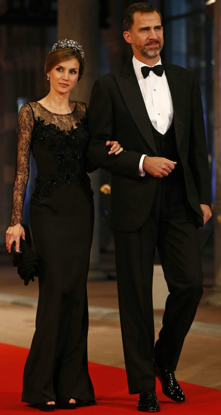 Spain's crown prince and princess looking beautiful. QUEEN BEATRİX HOSTS A DİNNER AHEAD OF HER ABDİCATİON