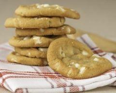 Cookies au chocolat blanc et noix de Macadamia (facile, rapide) - Une recette CuisineAZ