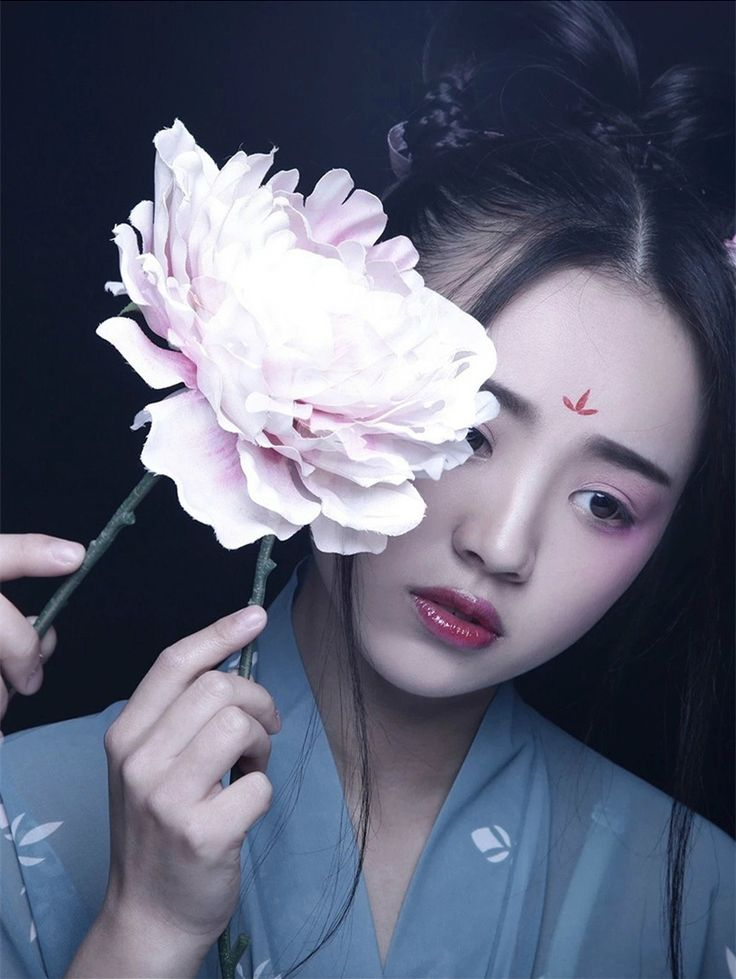 How to do a 双环髻 Shuanghuan Ji. This hairstyle was popular among single women and court ladies. (Women became adults at the age of 15. A coming-of-age ceremony called 笄礼 would be performed where they...