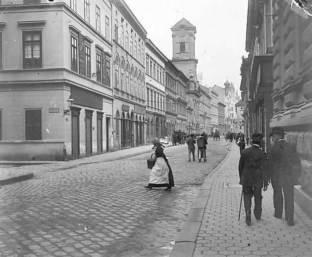 Váci street, (The most popular street in Budapest among tourists.) 1910, Budapest, Hungary