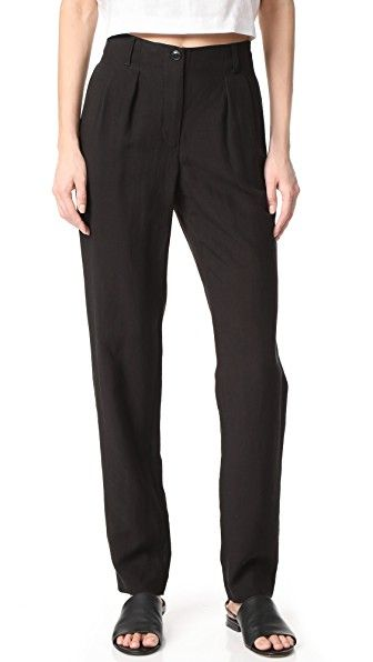 Get this A.P.C.'s high waist trousers now! Click for more details. Worldwide shipping. A.P.C. Silverlake Pants: Slinky A.P.C. pants in a slouchy, high-rise profile. Pleating accents the front, and elastic gathers the back. On-seam hip pockets. Button closure and zip fly. Fabric: Slubbed weave. 71% lyocell/29% linen. Hand wash. Imported, Bulgaria. Measurements Rise: 10.75in / 27cm Inseam: 31.5in / 80cm Leg opening: 13.5in / 34cm Measurements from size 38 (pantalón de cintura alta, talle…