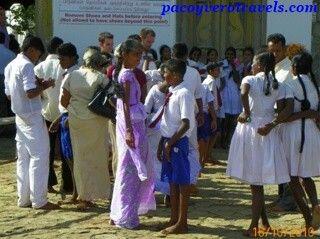 De excursion al Templo de oro de Dambulla #srilanka http://www.pacoyverotravels.com/2014/01/visita-templo-de-oro-dambulla-sri-lanka.html