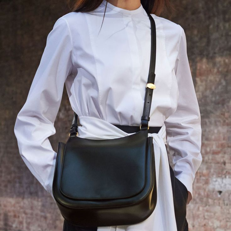 The Row Large crossbody bags.  Vintage throwback.  http://www.harpersbazaar.com/fashion/fashion-week/spring-2015-best-accessories#slide-22