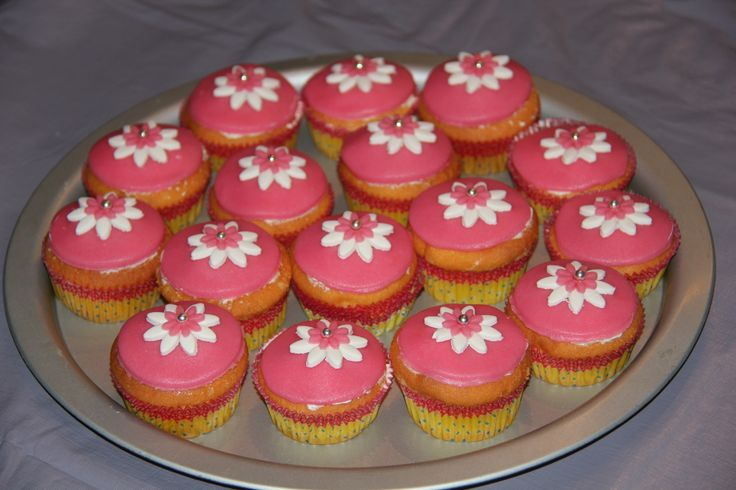 meiden cupcakes