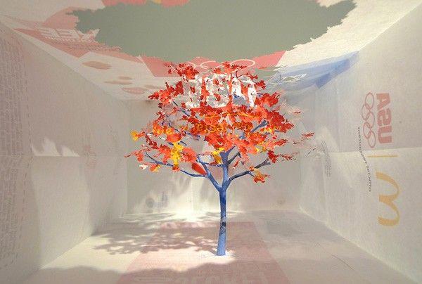 «Внимание: лес». Японский художник вырезает деревья из бумажных пакетов