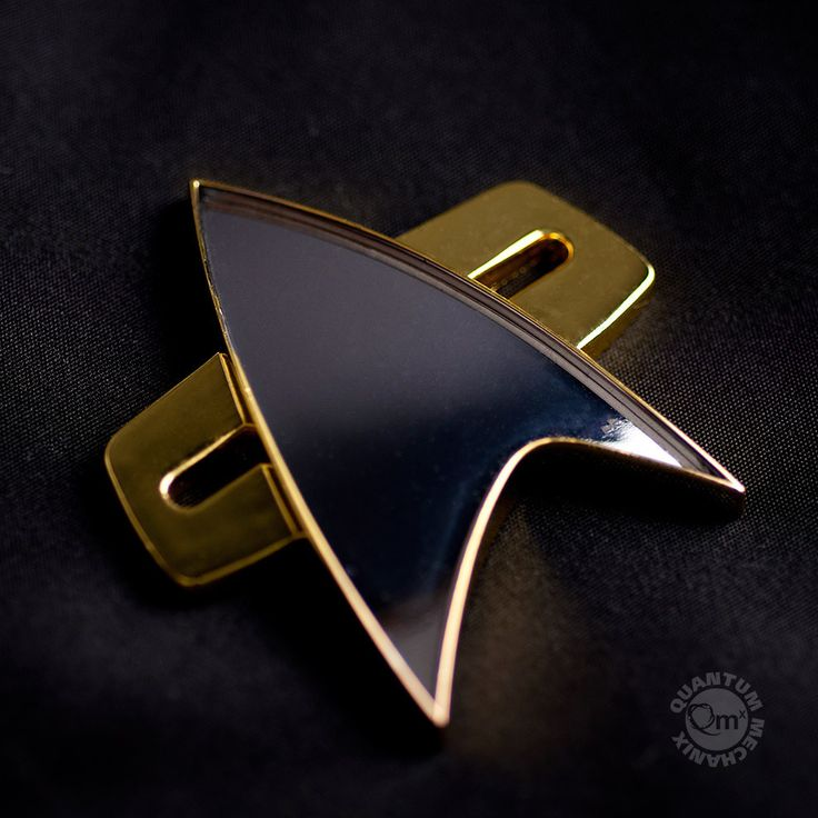 Star Trek : Voyager Communicator Badge – Quantum Mechanix