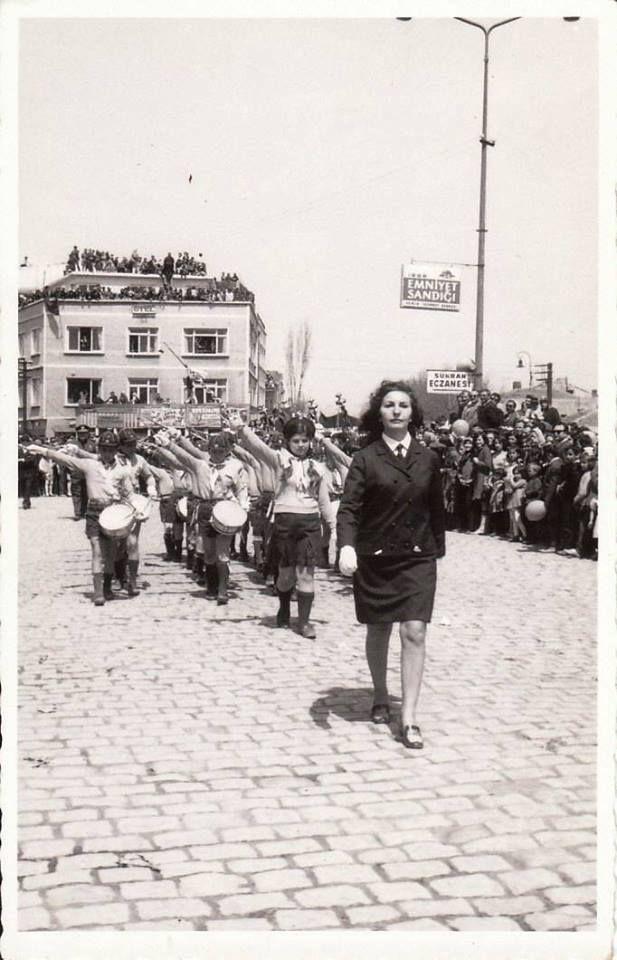 Zeytinburnu - 1950 ler  ❥ ❥ ❥   okulumuz     23 Nisan, Ali Sami Yen Stadyumu'nda   Coşkuyla   Kutlardı❥❥‿↗⁀❥♥‿↗⁀❥♥‿↗⁀❥♥♥ anıların en güzeli