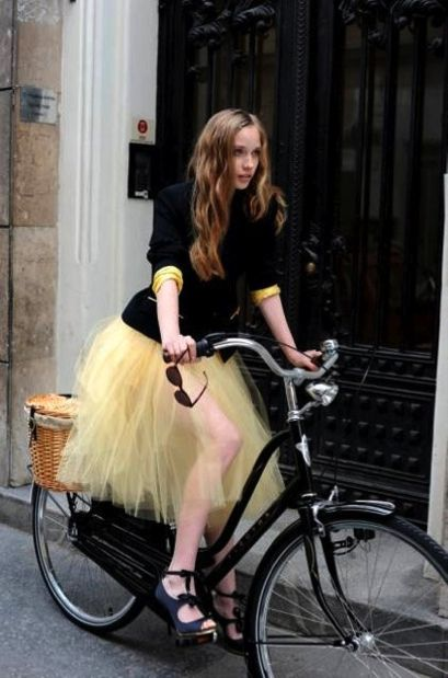 LaurenConrad.com introduced me to this little ditty :) I want to wear this through Bucktown in the middle of June...bike, tulle and all