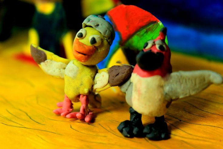 De la película Río, Nico y Pedro, dos amigos muy unidos al canto y el baile, que conocen a Blue y Perla en el carnaval de Brasil.