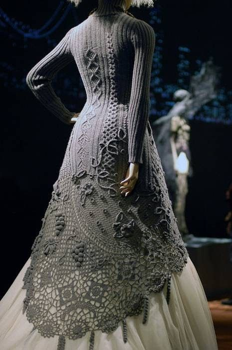 Stunning. Now THAT is haute couture crochet. Crochet knit unlimited: Prometheus