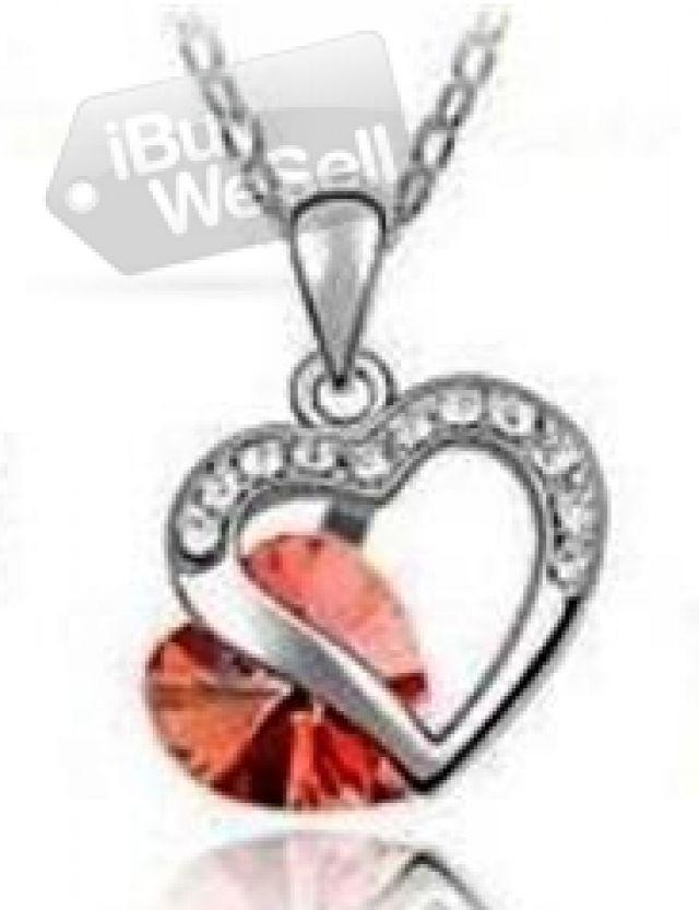 Säljes 18K Vit Guld Halsband Swarovski Crystals, perfekt present till Alla hjärtans dag.   #Gratisannonser #PostGratisAnnonser #GratisAnnonserWebbplatser