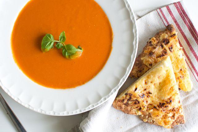 Tomatsoppa och pizza bianco