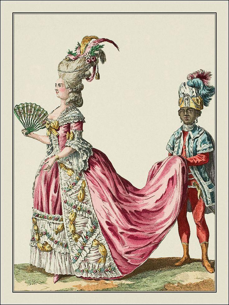 Dame de qualité à qui un jeune nègre porte la queue; elle est coiffée d'une espèce de pouf orné de plumes et de fleurs, avec un ruban entrelassé; les cheveux sont ceints d'une barriere de perles avec un gland. Sa robe est de taffetas rose, garnie de blonde froncée avec des guirlandes de fleurs et entrelaisées de rubans pincés.