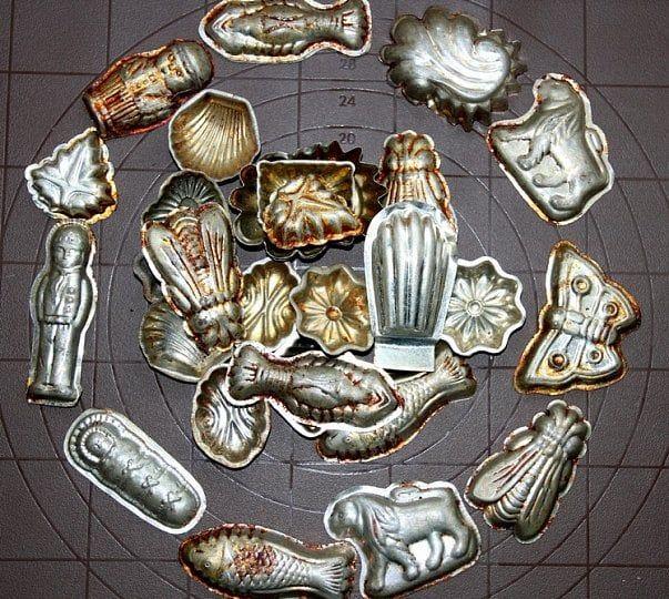Korodují vám nová vykrajovátka? Našli jste po babičce na půdě hromadu formiček, jejichž stříbrný vzhled je ten tam? Poradíme ozkoušené tipy, které vás…