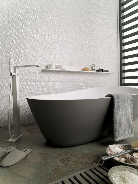 Love the tones in this bathroom... #porcelanosa tiles