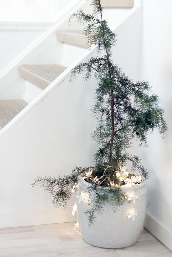Weihnachtsdeko Lichterketten Tannenbaum Topf minimalistisch