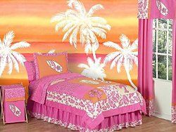 Surf girl bedroom..to much with the walls..but the bedding is nice!
