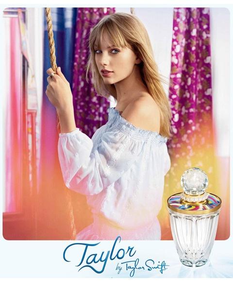 El nuevo perfume de Taylor Swift - http://www.efeblog.com/el-nuevo-perfume-de-taylor-swift-10211/