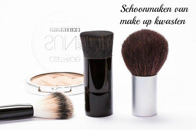 Schoonmaken van make up kwasten