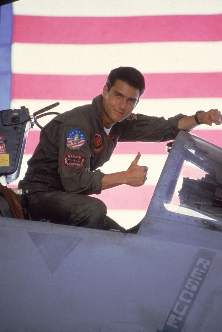 Still of Tom Cruise in Top Gun (1986) http://www.movpins.com/dHQwMDkyMDk5/top-gun-(1986)/still-3369182208