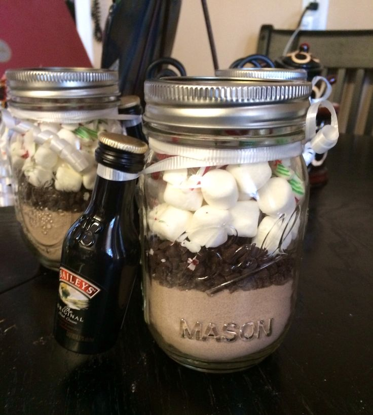 DIY: Alcoholic Peppermint Fudge Candy Cane Hot Cocoa.  Hot cocoa powder Mini semi sweet chocolate chips Mini marshmallows  Crushed candy canes  Layer in a mason jar. Just add hot water and Baileys Irish Cream (or milk for the kiddies!)