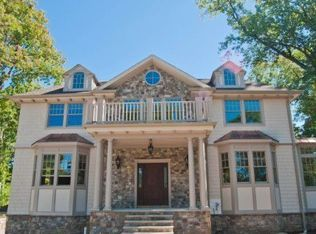 View 48 photos of this 5 bed, 6.5 bath, 5000 sqft single family home located at 180 White Oak Ridge Rd, Short Hills, NJ 07078 that sold on 4/26/11 for $1,785,000