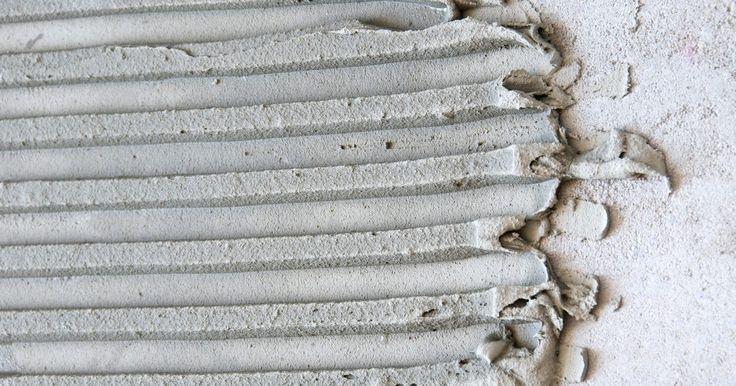 Tamaños de las llanas dentadas para topes de baldosas de granito . Las llanas dentadas son un tipo de herramienta utilizada para aplicar el mortero de material de fraguado u otros tipos de adhesivo que se usan para instalar baldosas de piedras naturales y de cerámica. Cuando quieras colocar una baldosa de granito en un tope, tienes para escoger distintos tamaños de llanas dentadas, dependiendo del tamaño de la ...