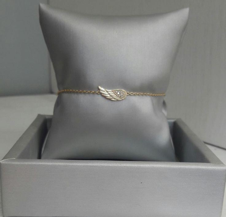 Bella pulsera de Plata bañada en Oro 18K con motivo de ala de ángel, delicada y elegante como tú. #joyeria #jewelry #plata #bañodeoro #beautiful