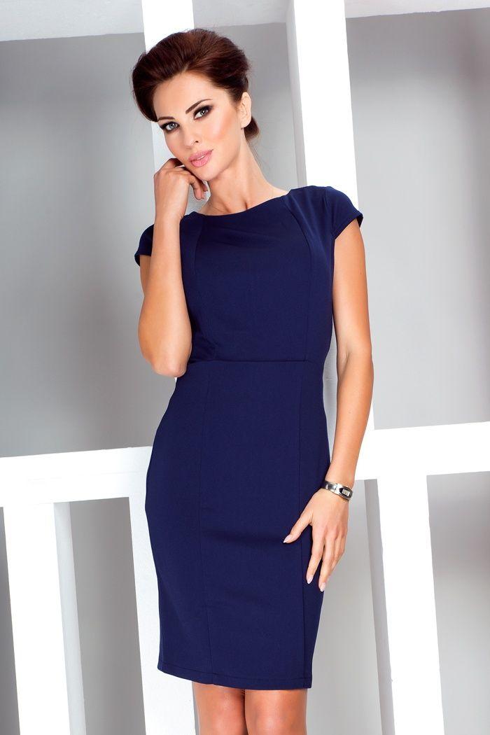 Elegancka sukienka wykonana z przyjemnego, grubszego materiału z delikatnymi tłoczeniami. #modadamska #sukienkikoktajlowe #sukienkiletnie #sukienka #suknia #sukienkiwieczorowe #sukienkinawesele #allettante.pl