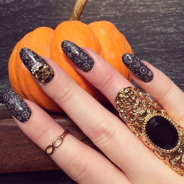 These symbolic nail wraps — $15 3. Ces enveloppements ongles symboliques - 15 $ | 19 Super Cute Things All Wannabe Witches Actually Need In Life