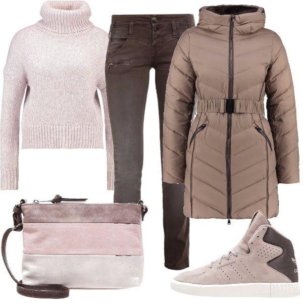 Per questo oufit: caldo maglione a collo alto, jeans marroni vita normale, piumino marrone con cintura a vita, sneakers bicolore alte e tracollina a tre bande sui toni del marrone e del rosa.