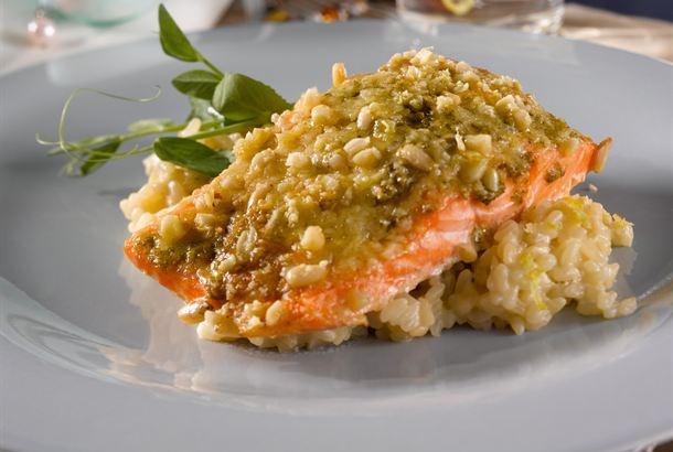 Pesto lohi / Pesto salmon http://www.valio.fi/reseptit/pestolohi/