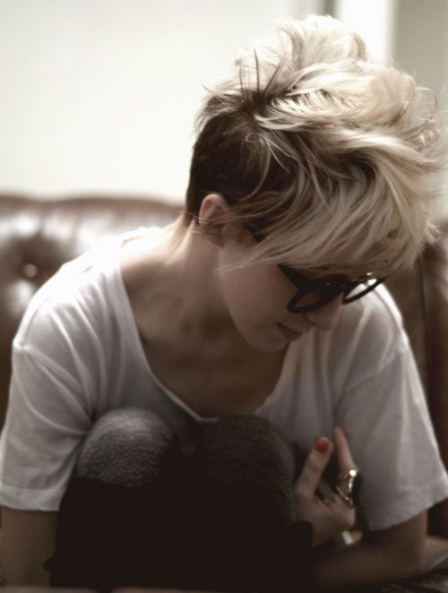 this is how my hair would end up looking if I cut it off. Cuz I've got way to many cowlicks and I don't care enough.