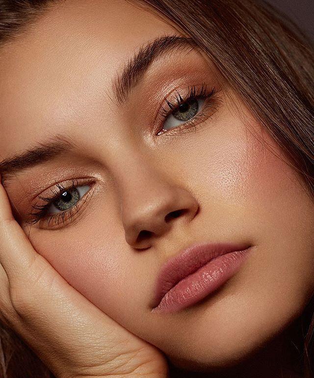 Bronzed eyes + lip taint
